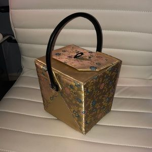 Chinese food takeout container purse.